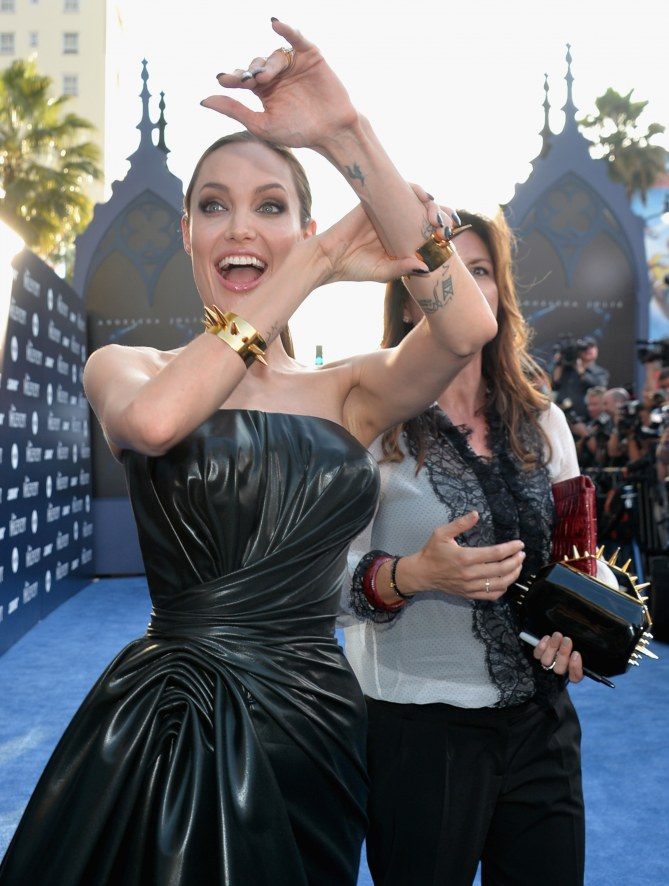 Angelina Jolie et ses accessoires piquants