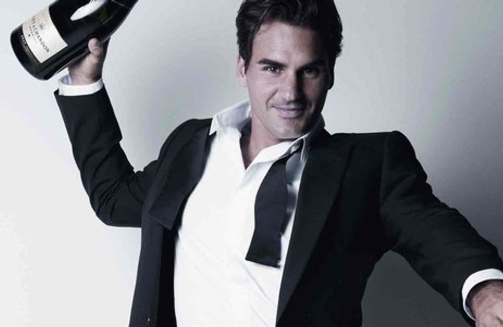 Roger Federer brinda con champán