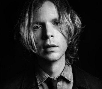 El cantante Beck, nuevo modelo de Saint Laurent
