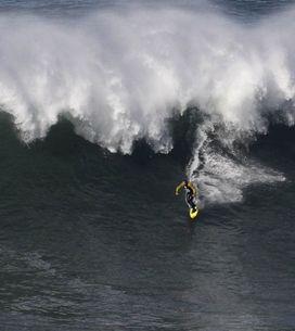 El hawaiano Garrett McNamara surfea la ola más grande del mundo