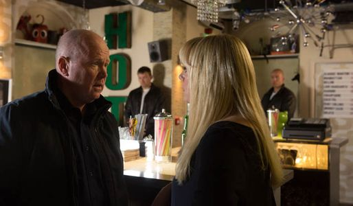 Roxy tries to get some answers from Ronnie