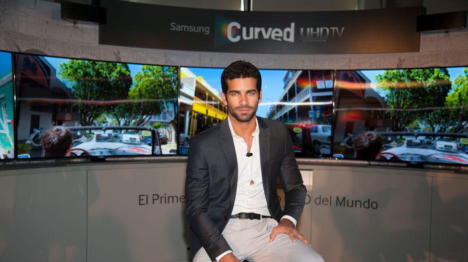 Samsung presenta el primer televisor de pantalla curva UHD de la mano de Rubén Cortada