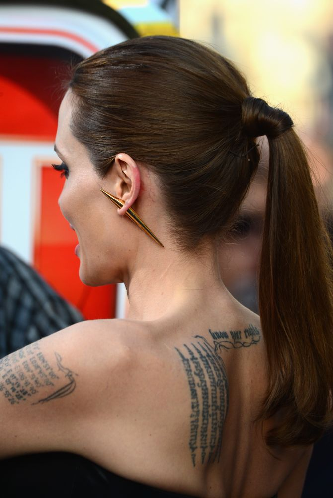 Angelina wild: umas das várias tatuagens da atriz
