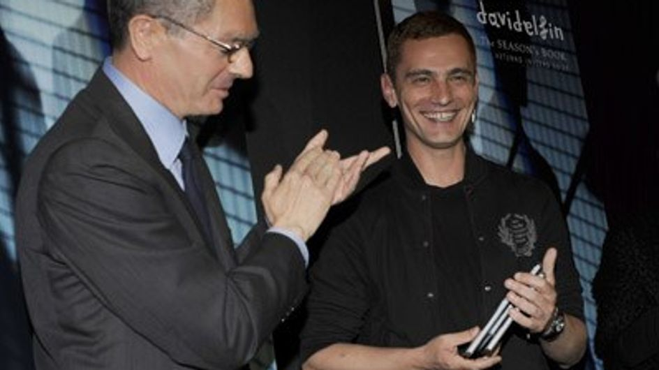 Davidelfin recibe el Season's Book