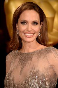 Parabéns, Angelina! A bela completa 39 anos hoje!