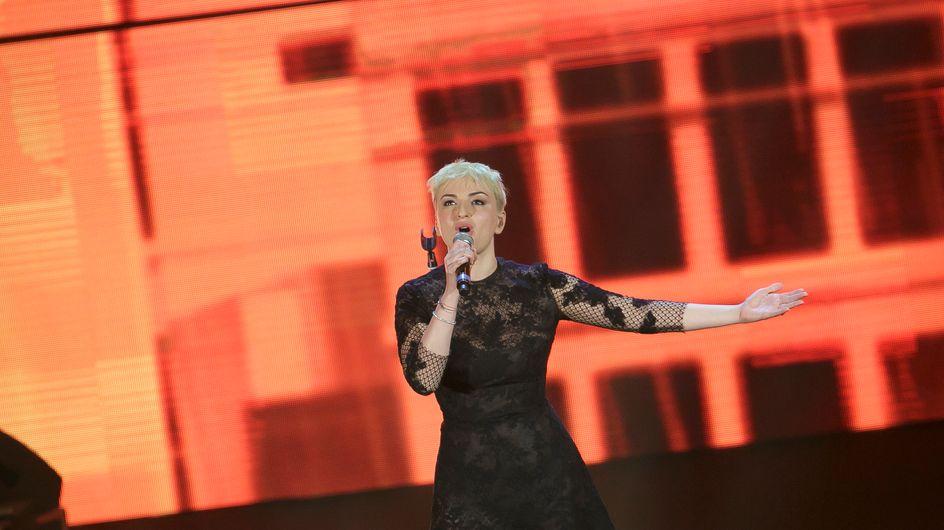 Arisa biondo platino. Le foto della cantante con il nuovo look!