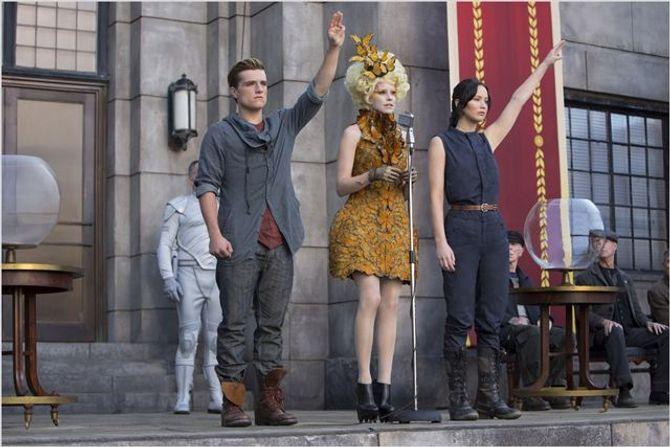 Le signe de ralliement d'Hunger Games adopté par les Thaïlandais