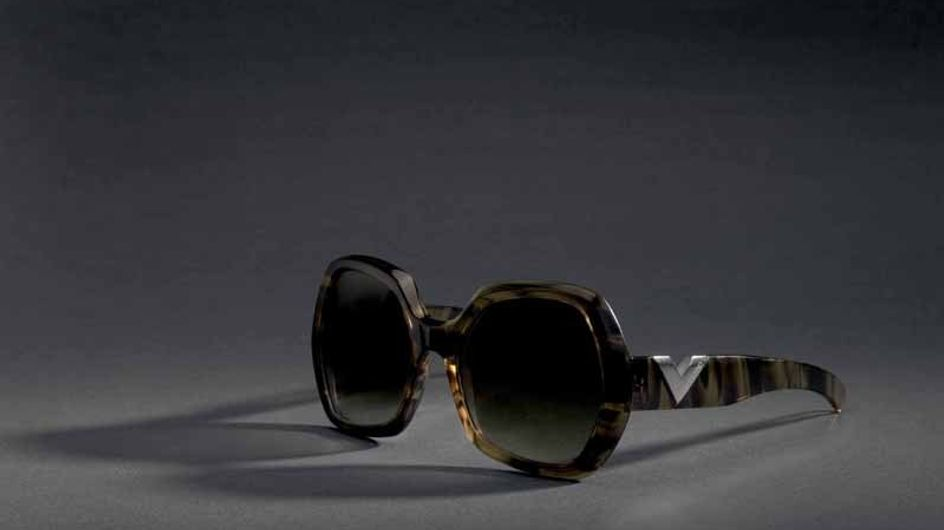 Valentino reinterpreta su logo en clave contemporánea