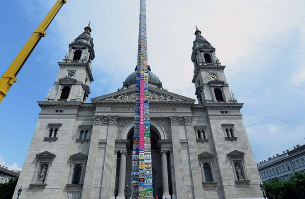 Des enfants érigent une tour de plus de 30 mètres en briques LEGO® ! (Photos et vidéo)