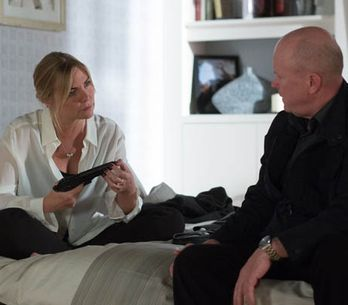 Eastenders 23/06 – Ronnie makes a decision about her life