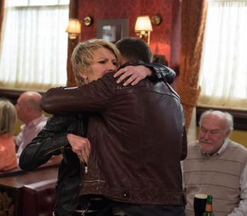 Eastenders 24/06 – The Carters support Dean