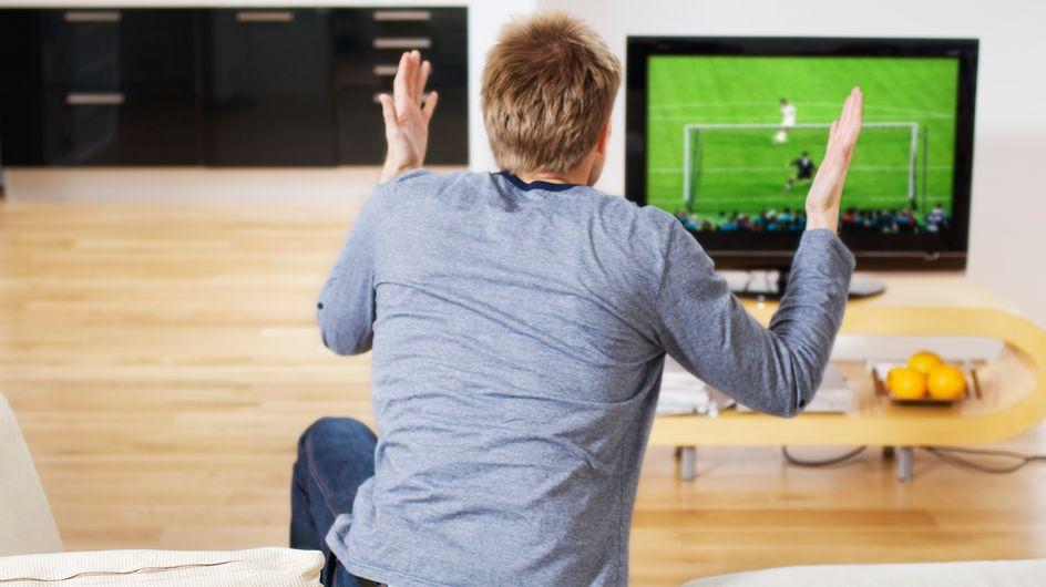 ¿Qué dirías si tu chico te llegara con un contrato para ver el Mundial?