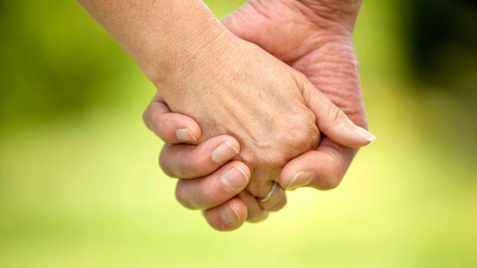 Amoureux, une femme et son ex-beau-fils bataillent pour avoir le droit de se marier