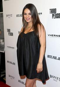 Mila Kunis enceinte de 7 mois
