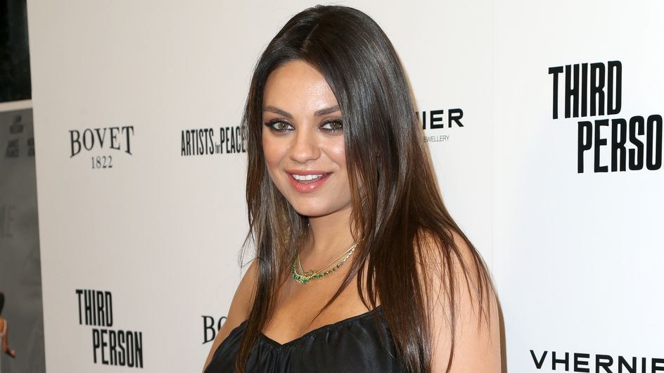 Mila Kunis : Enceinte et fière de sa généreuse poitrine
