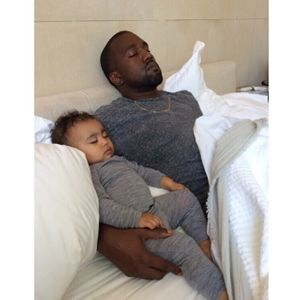 North et Kanye West, repues après une journée de fête intensive