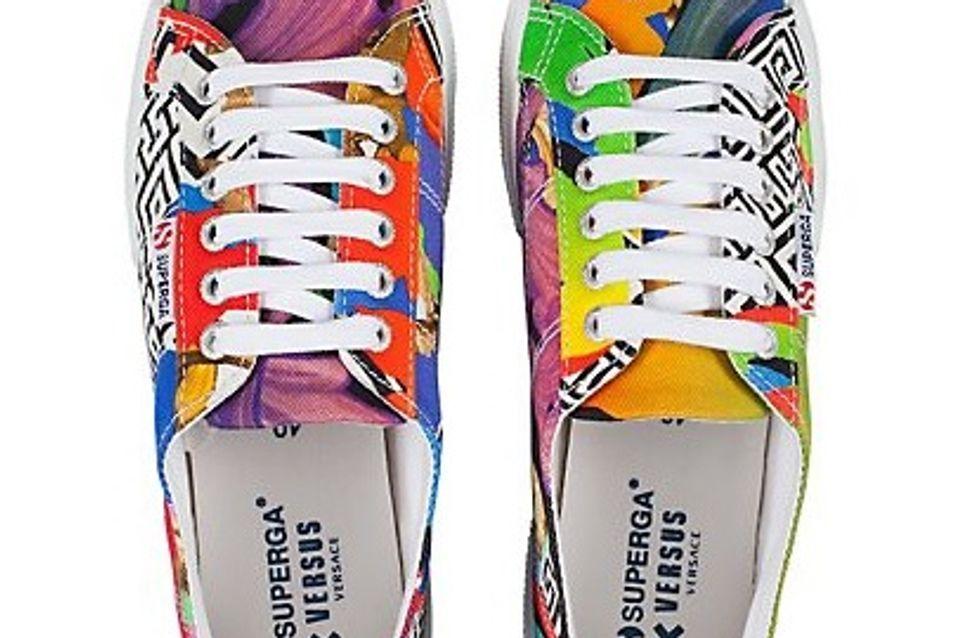 Superga rencontre Versus Versace pour une collection de baskets colorées