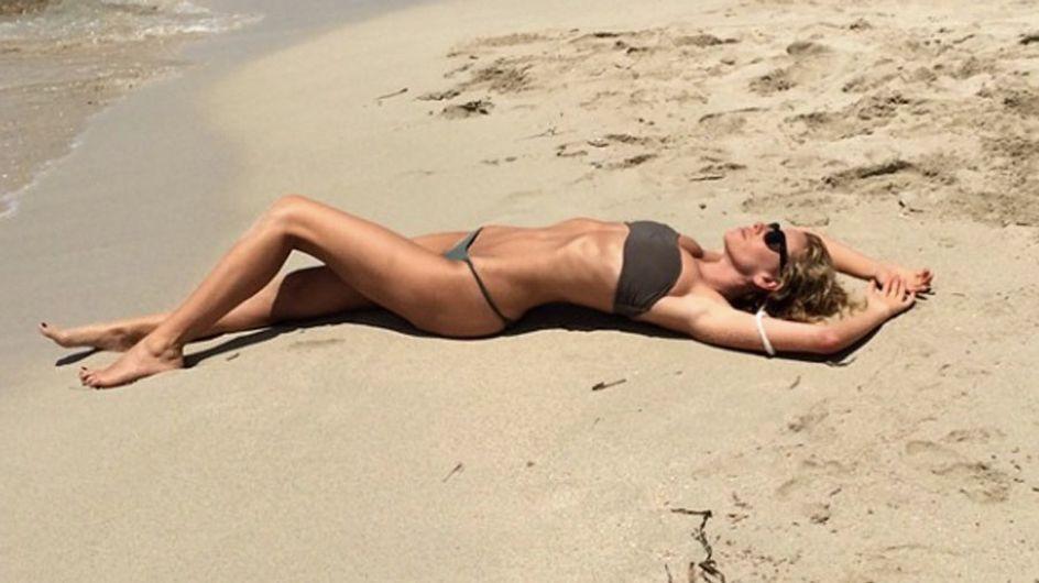 Alessia Marcuzzi sexy sotto il sole di Formentera. E sui social, le foto del suo lato B