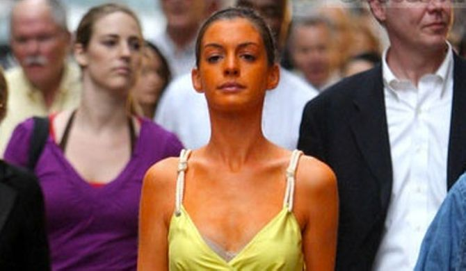 22 Stages Every Girl Goes Through With Fake Tan