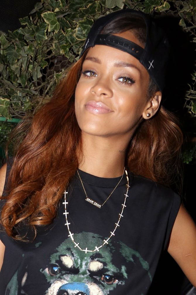 Rihanna casquette à l'envers