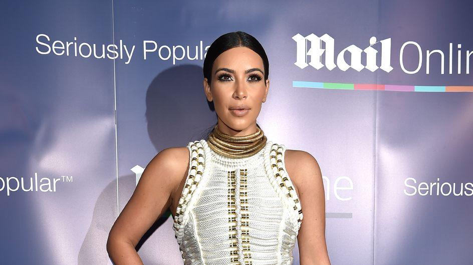 Kim Kardashian : Un look façon Cléopâtre pour rejoindre la Croisette