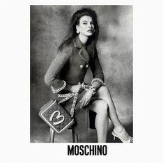 Moschino prend les traits de Linda Evangelista