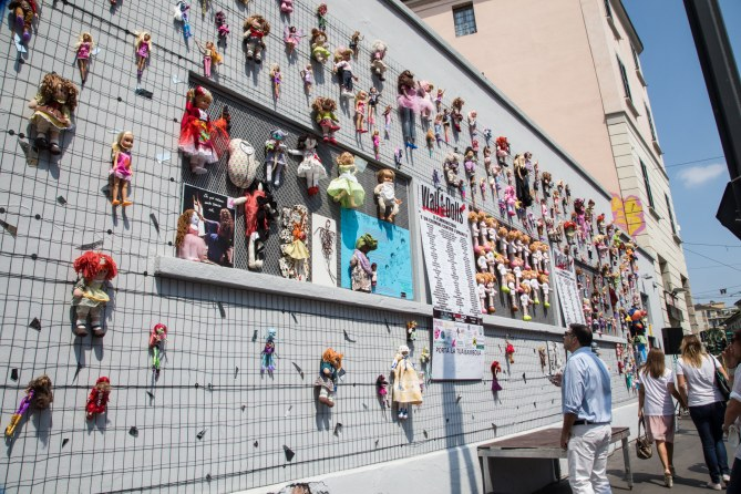 Wall of Dolls a Milano