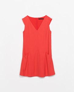 Robe rouge surpiqûres Zara (29.99 euros au lieu de 39.95)