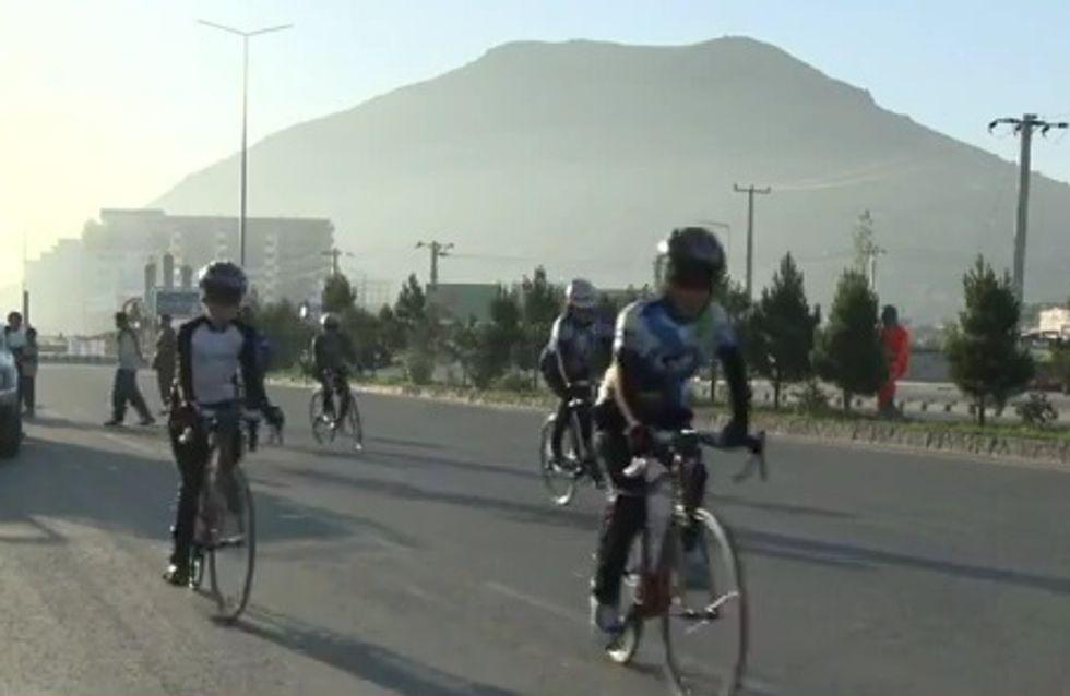 """Afghanistan : Les femmes à vélo, """"symbole de liberté"""""""