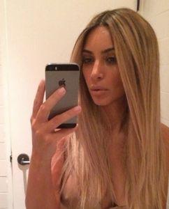 Kim Kardashian in versione bionda