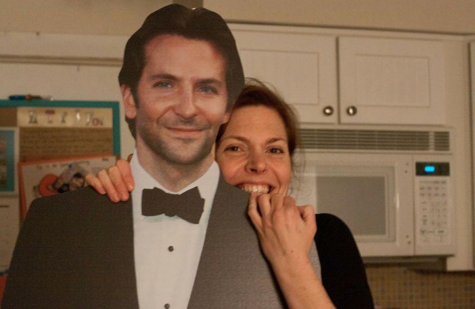Fan de l'acteur, elle vit avec un Bradley Cooper en carton (Photos)