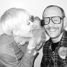 Miley Cyrus : Réunie avec Terry Richardson pour un shooting soft et canin (Photos)