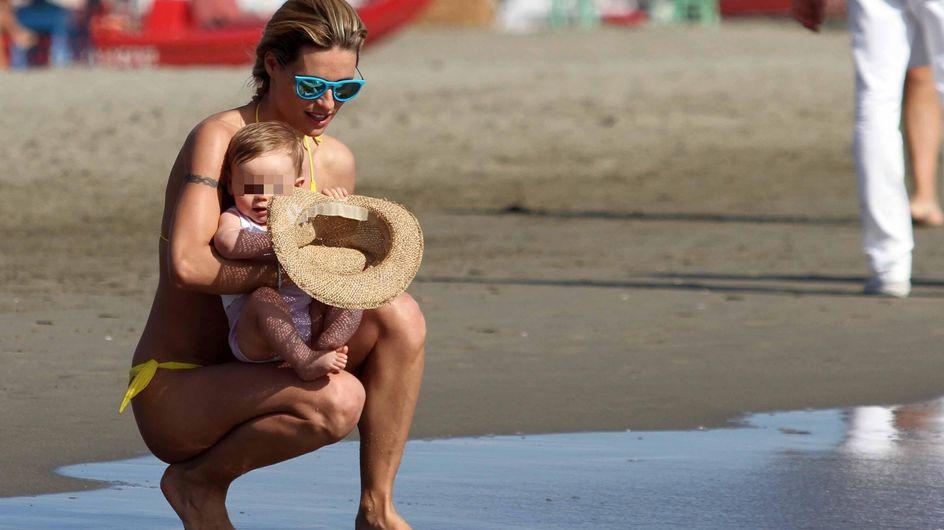 Michelle Hunziker al mare con la piccola Sole. Guarda le tenere immagini!