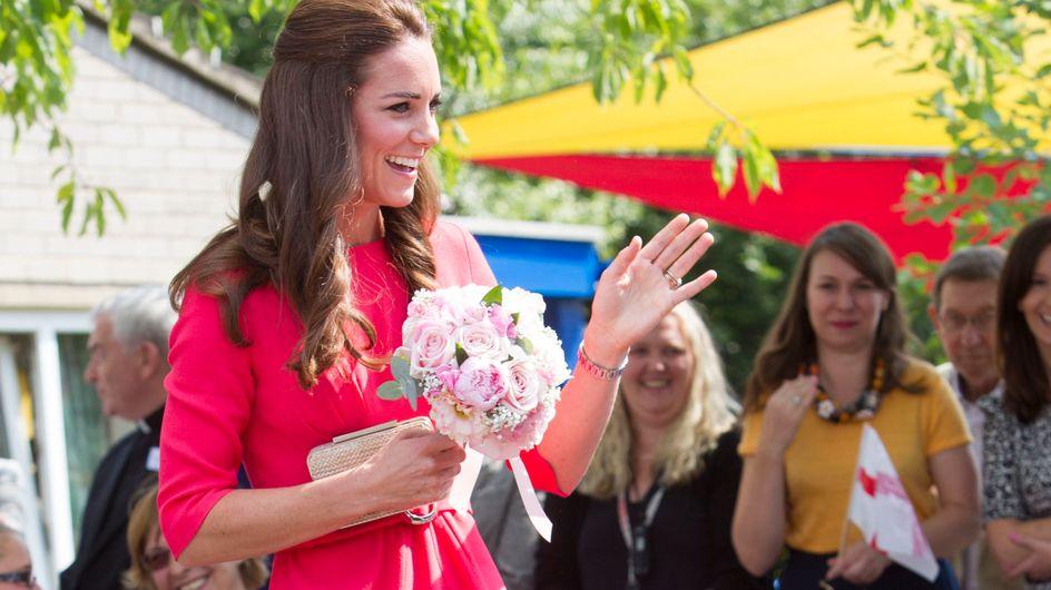 Kate Middleton sceglie il fluo. Le foto dell'insolito look sfoggiato dalla moglie di William!
