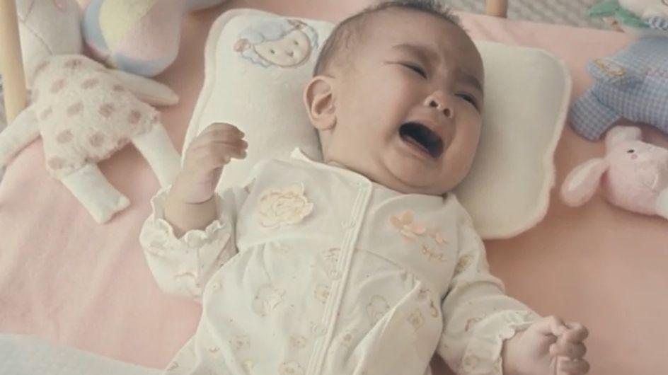 Als sein Baby herzzerreißend weint, verändert sich für diesen Papa alles!