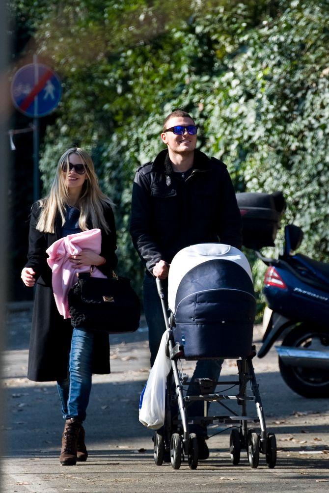 Martina Stella e Gabriele Gregorini poco dopo la nascita di Ginevra