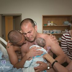 Emocionantes imágenes de dos padres gays y su bebé recién nacido. ¡No pueden contener las lágrimas!