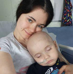 Kian y su madre, Kat Musgrove