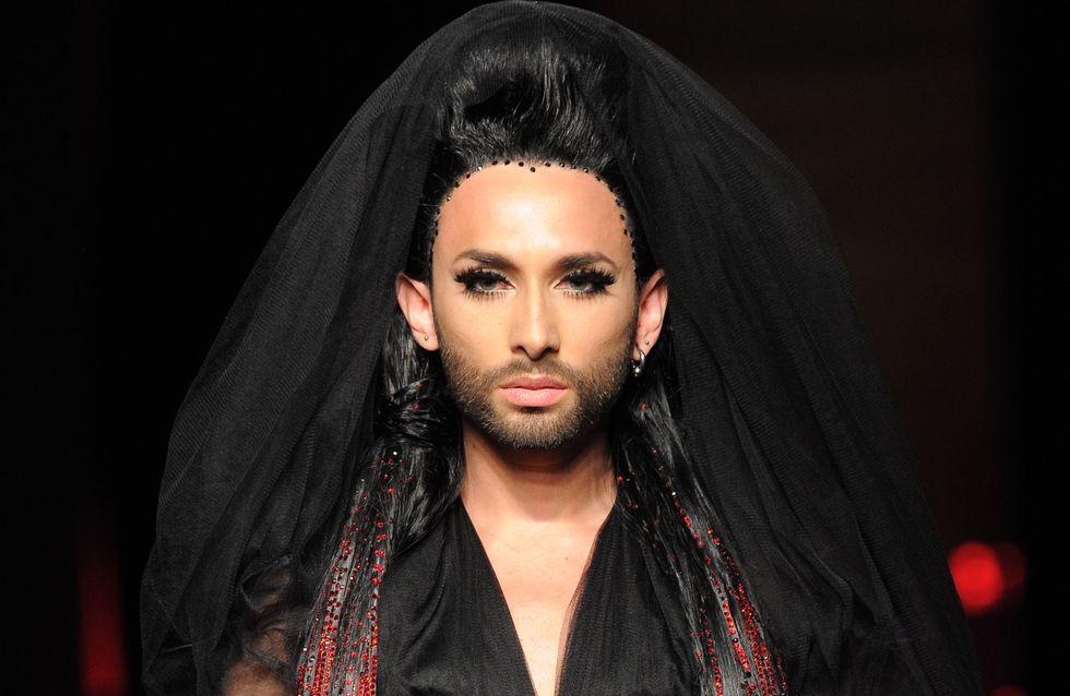 Una modella con la barba alle sfilate d'alta moda a Parigi: Conchita Wurst è tornata!