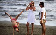 Panicucci, moglie e mamma perfetta. Le foto della presentatrice al mare con mari