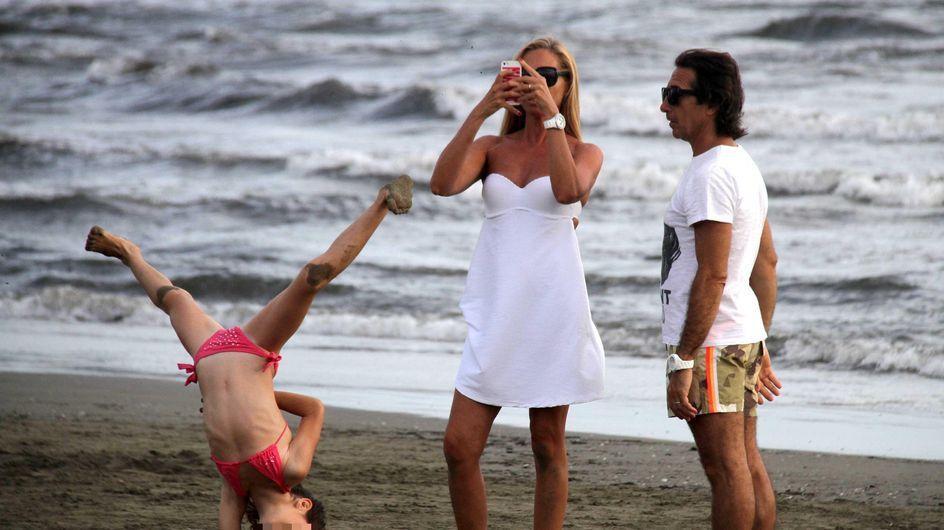 Panicucci, moglie e mamma perfetta. Le foto della presentatrice al mare con marito e figli!