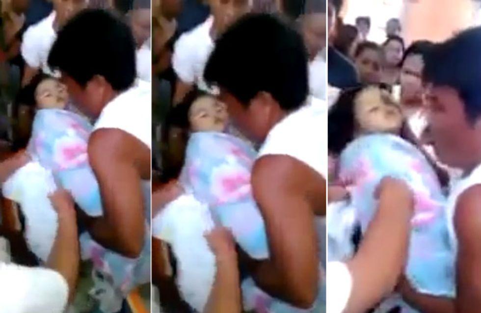 Dieses kleine Mädchen soll gerade beerdigt werden, als sie sich plötzlich bewegt!