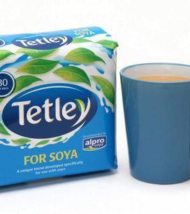 Drinking tea with soya milk