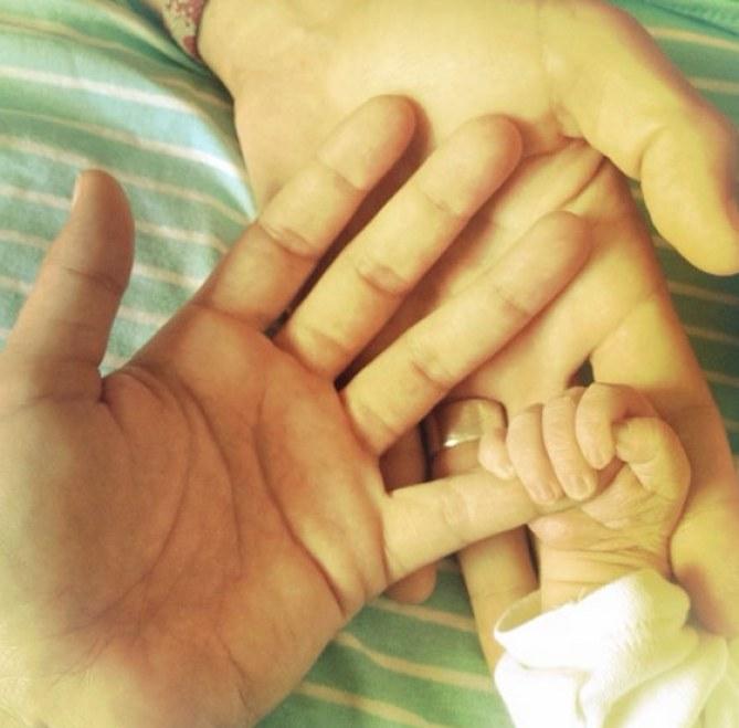 Raquel del Rosario y Pedro Castro con su hijo Leo