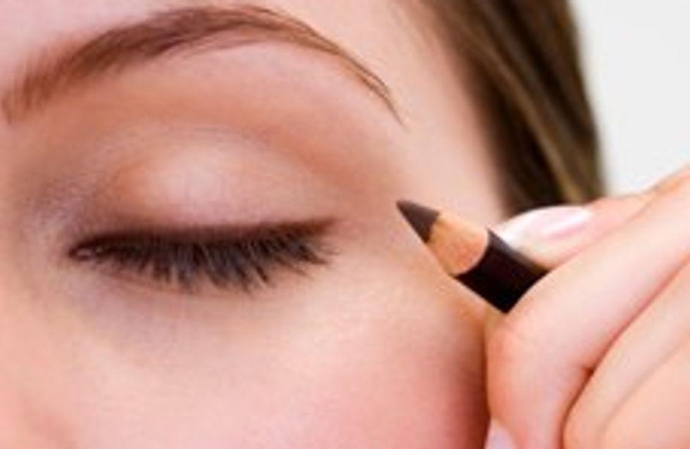 How to apply eyeliner: applying eyeliner