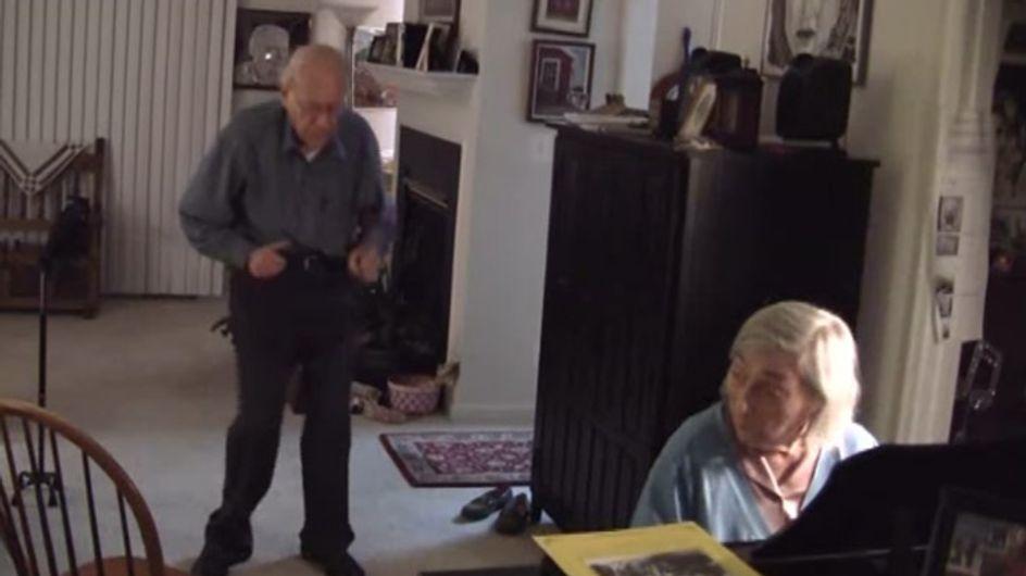 Seit 56 Jahren liiert und verliebt wie am 1. Tag: Dieses Video ist einfach wundervoll ♥♥♥