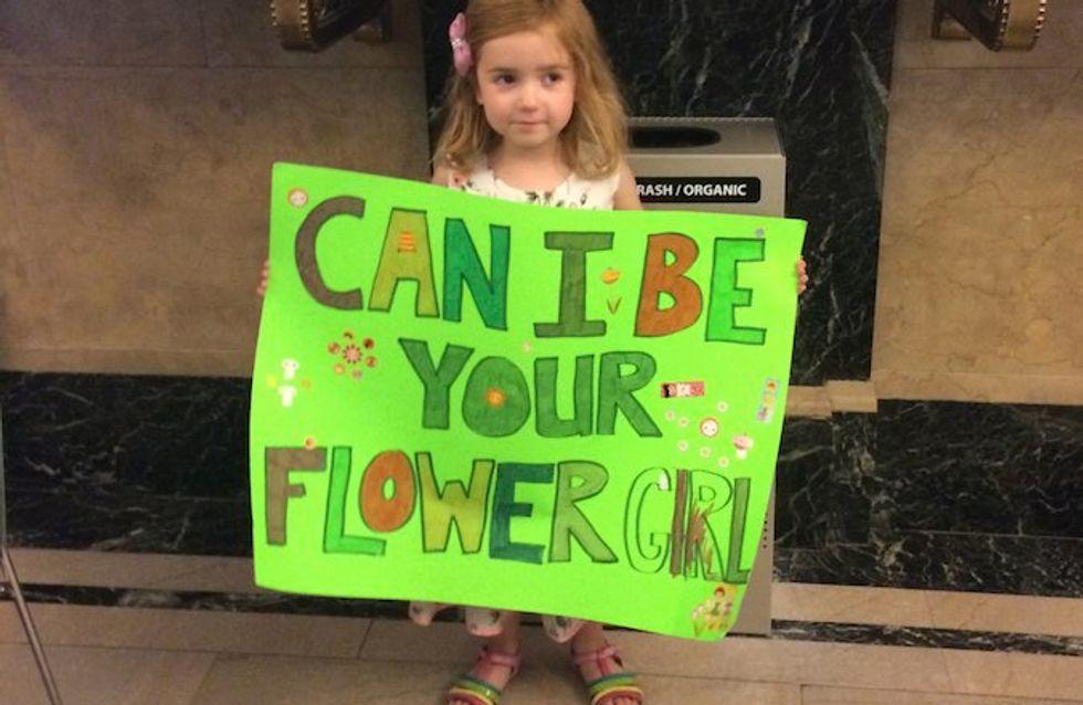 Una niña recorre las calles de Nueva York para cumplir su sueño: ser dama de honor