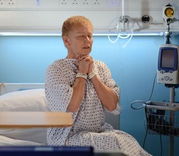 Eastenders 29/07 – Carol heads to the hospital for her operation