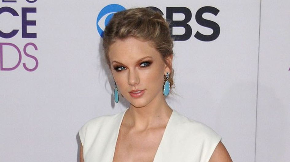 Taylor Swift's new curves prompt boob job speculation