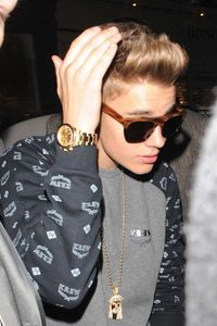 "WATCH: Selena Gomez slams ""douchebag"" ex-boyfriend Justin Bieber in new video?"